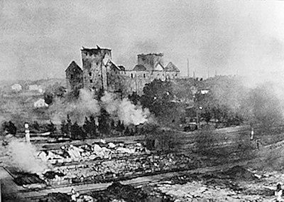 Åbo slott i lågor efter sovjetiska bombningar 1941
