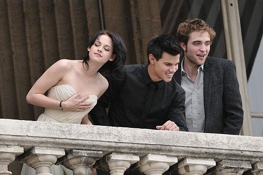 Robert Pattinson on dating tyttö, joka lukee