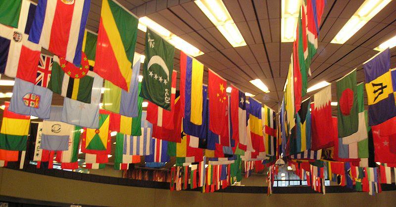 Datei:UN Vienna flags.jpg