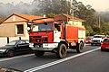 Un camión motobomba Uro de la Xunta de Galicia y un todoterreno con una cuadrilla forestal en Vincios, Gondomar (37010528194).jpg