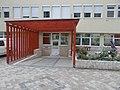 Városháza, házasságkötő terem bejárat és szobor, 2018 Pesterzsébet.jpg