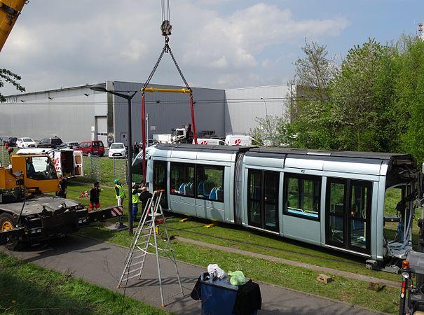 Valenciennes & Anzin - Déraillement de la rame de tramway n° 17 à la sortie du dépôt de Saint-Waast le 11 avril 2014 (046).JPG