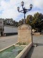 Vellisca (Cuenca) fuente con farola (RPS 27-09-2014).png