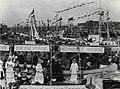 Vlaggetjesdag in de Vissershaven. Aangekocht in 1977 van fotograaf C. de Boer. Identificatienummer 54-005543, NL-HlmNHA 54005543.JPG