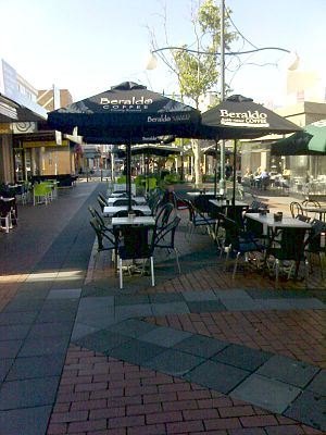 Oakleigh, Victoria - Image: Walkway between atherton rd and chester st in oakleigh