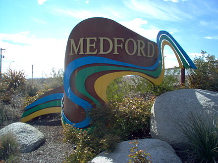 Welcome sign near the north end of Medford Welcome to medford oregon.jpg