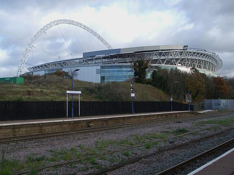 File:Wembley stadium stn look north to stadium.JPG