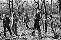 Werklozen vrijwillig (met behoud van uitkering) aan het werk in bossen bij Nunsp, Bestanddeelnr 932-1121.jpg