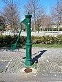 Westend Karolingerplatz Wasserpumpe 01.jpg