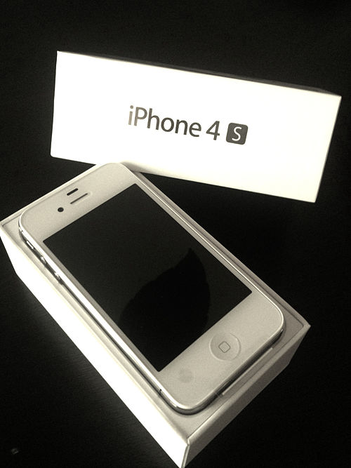 White iPhone 4S with box