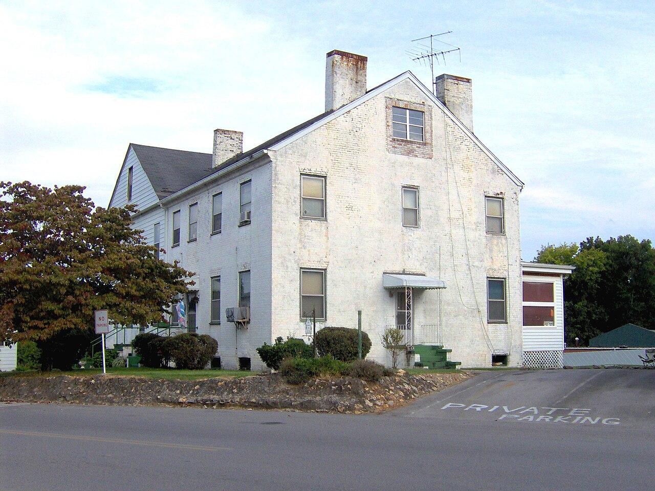 Lenoir City Apartments Behind Food City