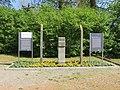 Witten KZ-Außenlager Gedenkstein mit Infotafeln.jpg