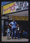 World's tallest woman, Sandy Allen, Boardwalk.jpg