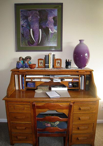 File:Writing desk.jpg