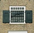 Zicht op vensterpartij boven entree - Oosterend - 20414042 - RCE.jpg