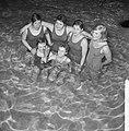 Zwemwedstrijden aan de Heiligeweg om Moeder Triebelsbeke de winnaars van de beke, Bestanddeelnr 916-1779.jpg