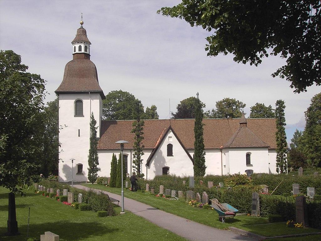 Ledningsgrvning runt stra Eneby kyrka. stergtlands ln