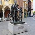 Мonumento a Stradivari, Cremona, Italia - panoramio.jpg