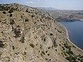 Обрыв с юго-восточного края горы Алчак-Кая.jpg