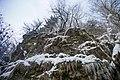 Скелясті виходи вздовж потоку Білого.jpg