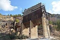 מבנה עתיק בדרך למערת ספונים.jpg