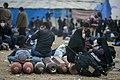 خستگی مردم (زائرین) در پیاده روی اربعین- مرز مهران- ایران 13.jpg