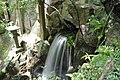 本堂下の滝 - panoramio.jpg