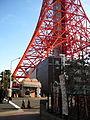 東京タワーの麓 (3189716247).jpg
