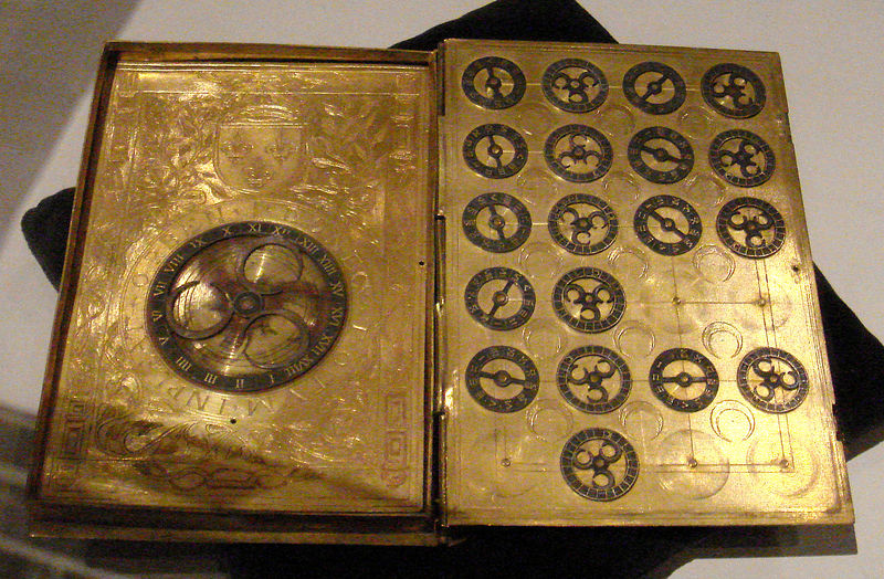 Fișier:16th century French cypher machine in the shape of a book with arms of Henri II.jpg