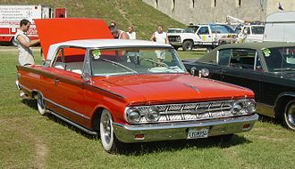 "Mercury (automobile) - 1963 Mercury Monterey 2-door hardtop (with ""breezeway"" rear window)"