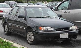 Hyundai Elantra - 1994–1995 Hyundai Elantra (US)