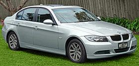 2005-2008 BMW 320i (E90) sedan (2011-07-17) 01.jpg