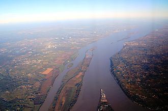 Gironde estuary - Aerial view of the Gironde estuary in Nouvelle-Aquitaine, France. The rivers Dordogne (right) and Garonne (left) join into the estuary. Photo: Chell Hill, 2010