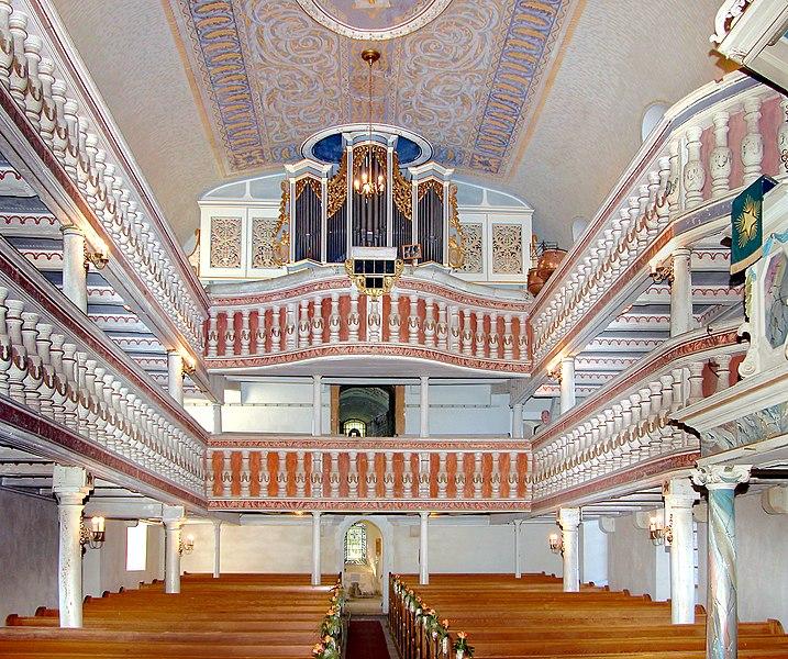 Datei:20110912355DR Oberbobritzsch Kirche zur Orgel.jpg