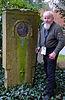 2015-01-31 Dipl.-Ing. Karl-Heinz Müller, der Wieder-Entdecker des Grabmals des Erfinders und Ingenieurs Edmund Heusinger von Waldegg.jpg
