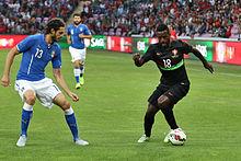 Ranocchia (a sinistra) in marcatura sul lusitano Silvestre Varela nel corso dell'amichevole fra Italia e Portogallo del 16 giugno 2015