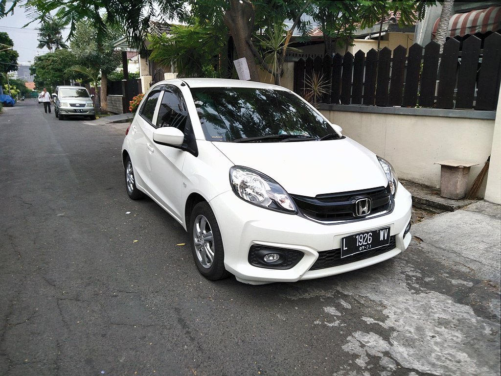 File:2016 Honda Brio Satya E (facelift) (front), West