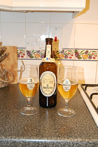 Brasserie de Saint-Sylvestre - A bottle of 3 Monts beer with matching glasses