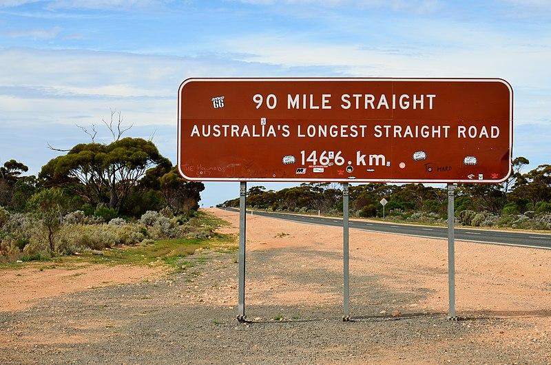 Fichier:90 Mile Straight sign, Balladonia, 2017 (01).jpg