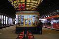 9188 Dworzec Główny - przed remontem. Peron ze starym kioskiem i krzesełkami. Foto Barbara Maliszewska.jpg