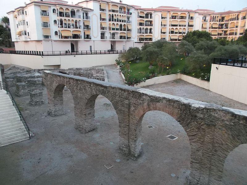 Acueducto de Almuñécar01.jpg