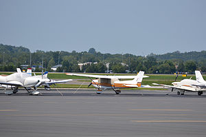 Manassas Regional Airport - Small planes at Manassas Regional Airport