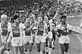 Ajax tegen Feyenoord 1-3 ereronde Ajax met Europa Cup I v.l.n.r. Scholten, Silo, Bestanddeelnr 933-9819.jpg