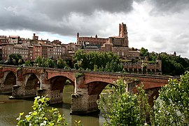 View of Albi featuring the Sainte-Cécile cathedral and the Pont Vieux (old bridge).