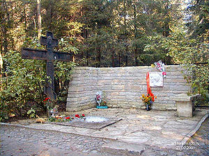 Anna Akhmatova's Grave in Komarovo (photo by Aleksandr E. Bravo)