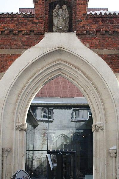 File:Annen portal lübeck.jpg