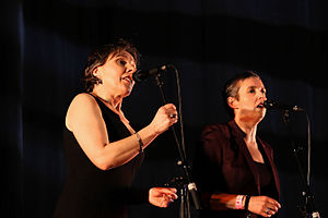 Kan ha diskan - Annie Ebrel and Nolùen Le Buhé, famous singers in Fest Noz.