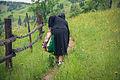 Anushka limpiandonos el camino (8150154693).jpg