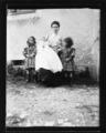 ArCJ - 1 femme, 3 enfants - 137 J 1683 a.tif