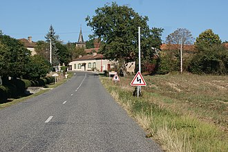 Arrouède - The main road the D128